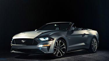 Fackifted 2018 Ford Mustang可转换休息封面
