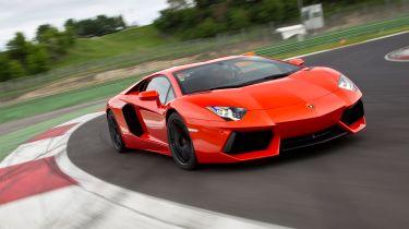 Lamborghini Aventador回忆起火灾的风险