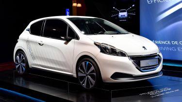 Peugeot在巴黎的突破性的混合动力技术回报
